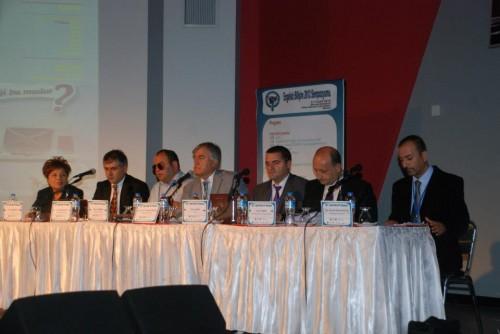 İlk oturum konuşmacılarının toplu fotoğrafı